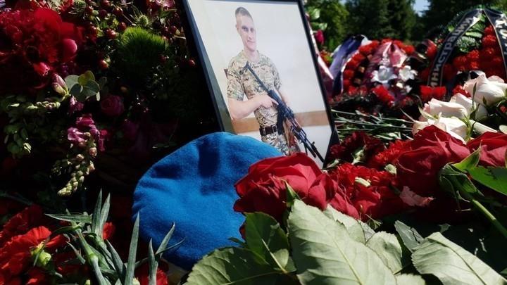 Подвиг русского спецназовца увековечили в камне