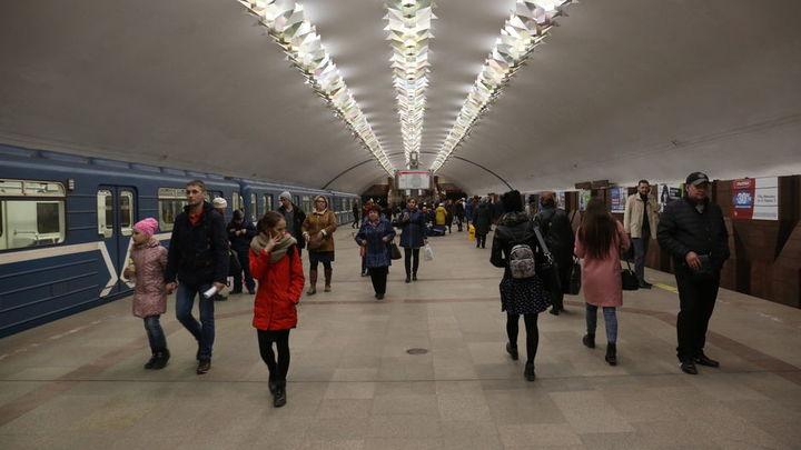 Новосибирец в образе Дональда Трампа агитировал в метро за действующего президента США