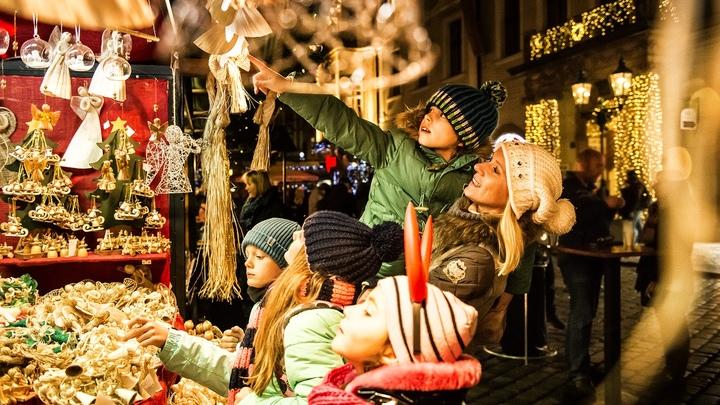 Новый год 2021 в Санкт-Петербурге: где купить живую елку и подарки с рождественских базаров