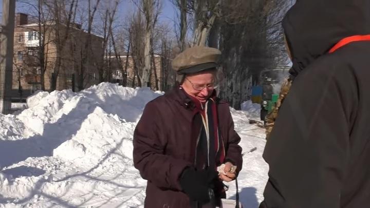 Фейк дня: Чиновница прикинулась мирной жительницей и просила ВСУ не сдавать Авдеевку - видео