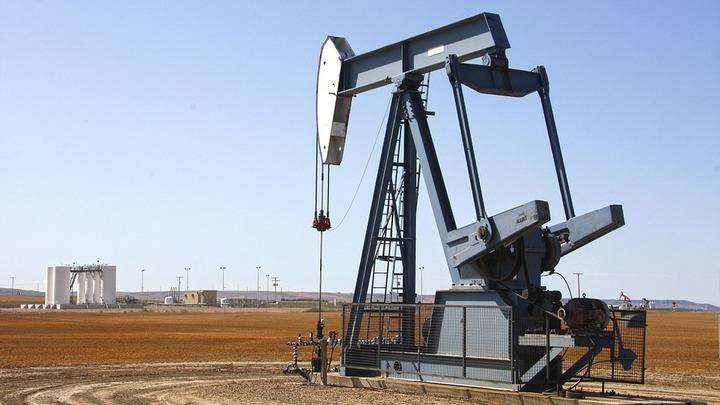 После взлета цена на нефть марки Brent скатилась до $55