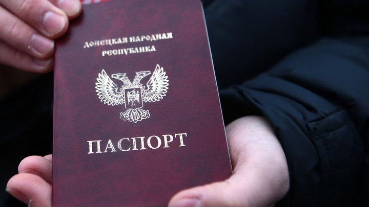 Украинцы ринулись получать паспорта ДНР и ЛНР