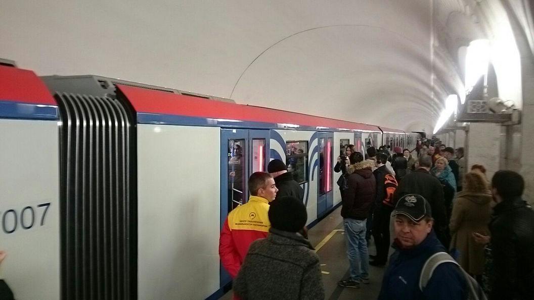 В столичном метро стартует поезд нового поколения Москва - фото