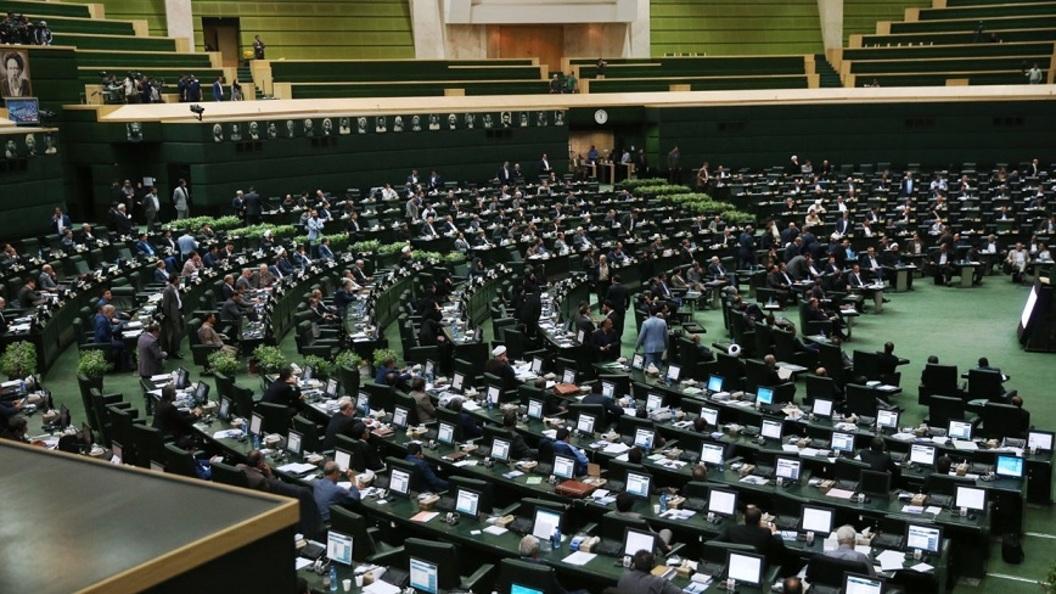 СМИ: Смертник взорвал себя в здании иранского парламента