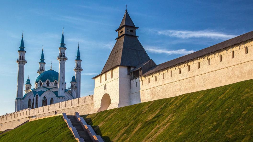 Надолго ли вернулись в Татарстан российские флаги
