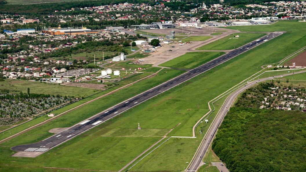 ВМичигане эвакуировали аэропорт из-за нападения наполицейского