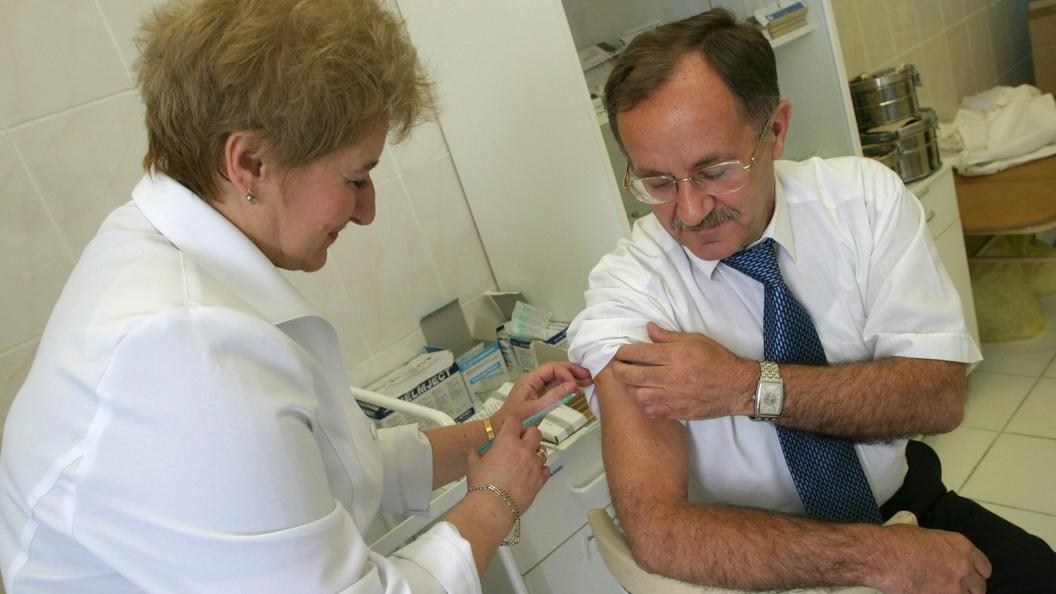 Жителям России посоветовали делать прививку перед туром в Европу