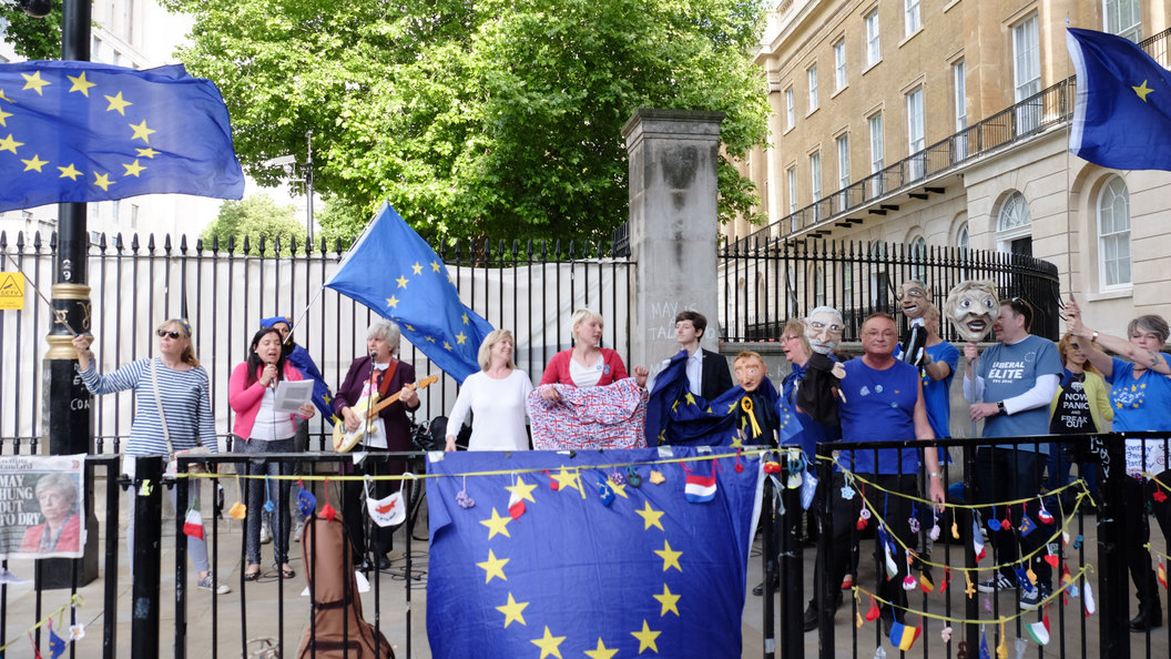 Туск назвал мечтателями тех, кто ждет отмены Brexit