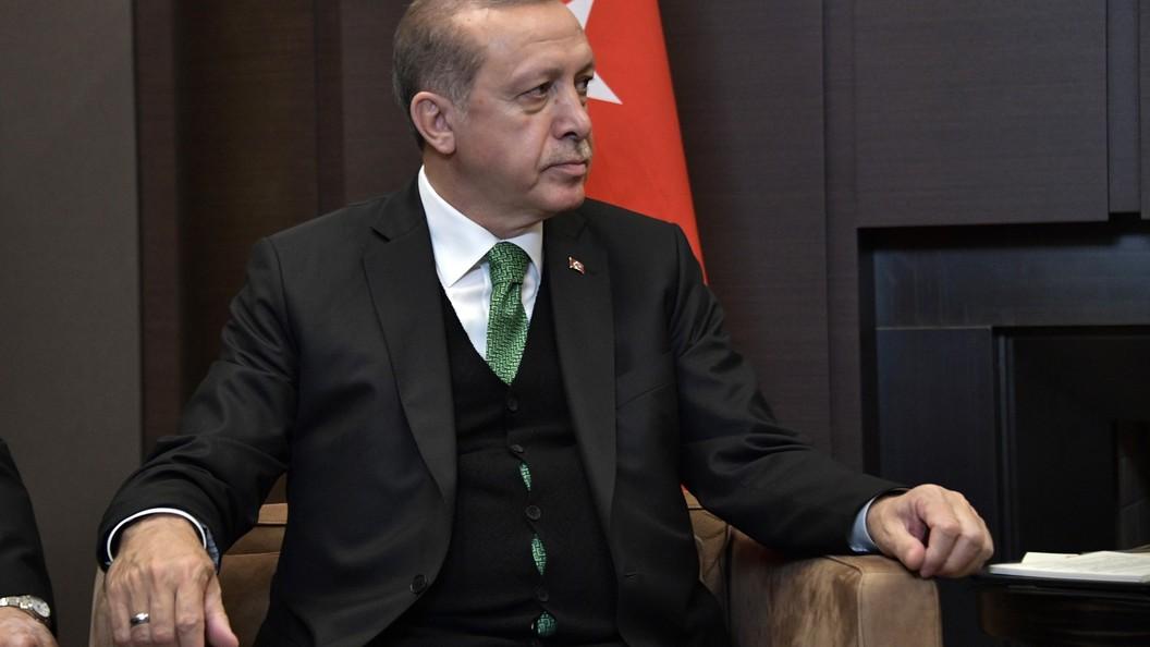 Во время молитвы в честь Ураза-байрама Эрдоган упал в обморок