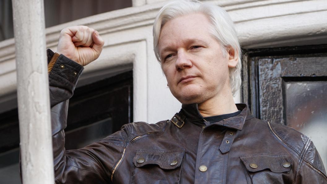 Основатель WikiLeaks Ассанж предрек провал Демократической партии США