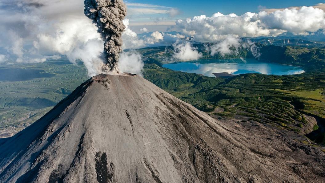 Ученые научились предсказывать извержения вулканов по«разбуханию»