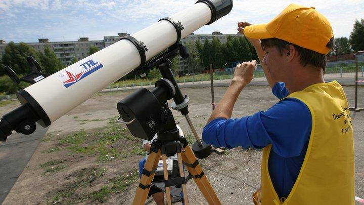 Астрономы: Луна взорвется и станет кольцом Земли