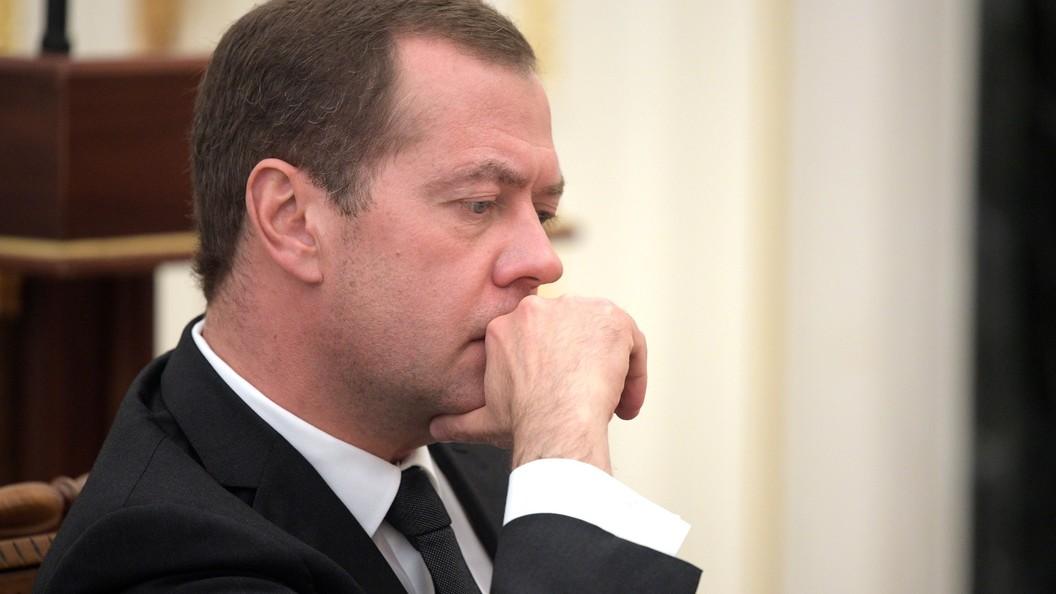 Медведев сообщил о двукратном уменьшении бюджетного дефицита за прошедший год