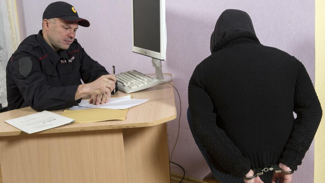 Анталья: нетрезвый  мужчина устроил часовую драку наборту самолета Москва