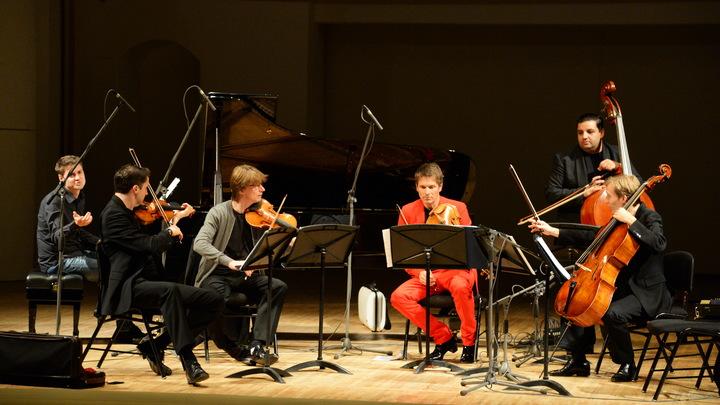 Зевающий пес сорвал овации на концерте Венского оркестра