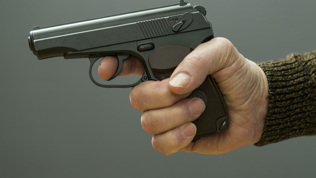 В Домодедово мужчина расстрелял из пистолета прятавшихся от дождя подростков