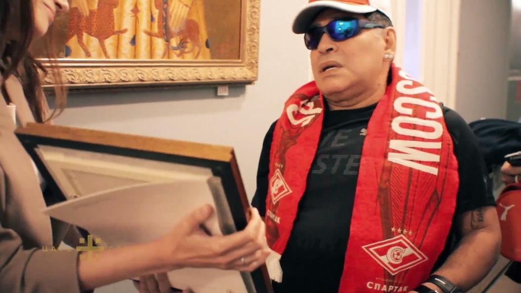 Учредитель телеканала Царьград подарил Марадоне клубную атрибутику