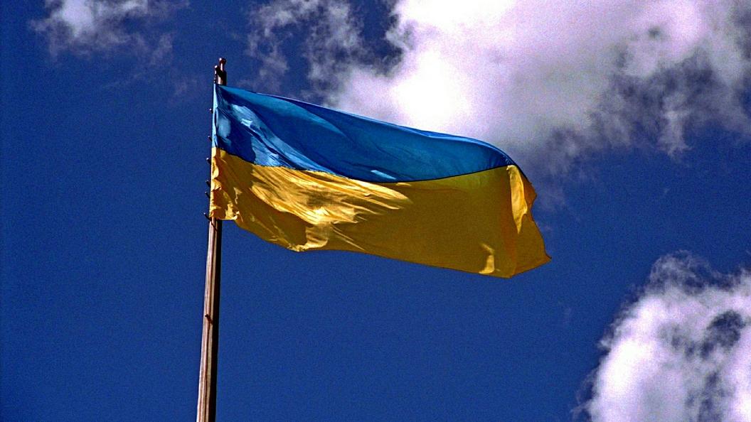 Бронетехника у здания украинского парламента - просто выставка