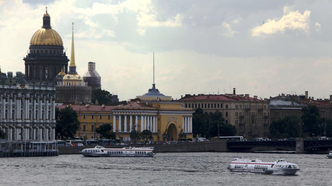 Памятную доску Александру Колчаку демонтировали в Петербурге по решению суда