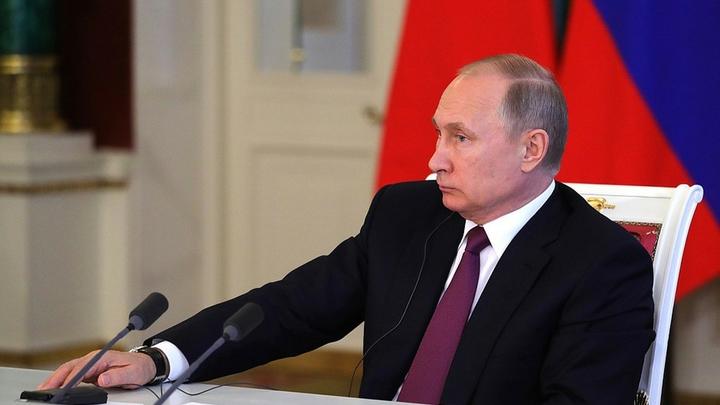 Путин провел оперативное совещание с Совбезом России