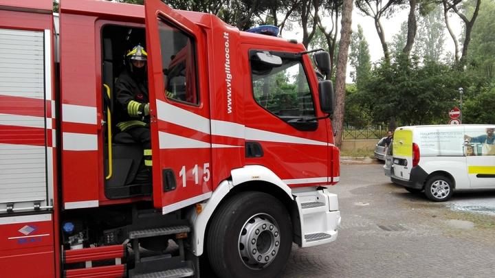 Спасатели предупредили об угрозе взрыва из-за пожара под Петербургом