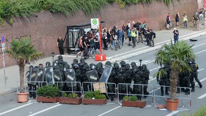 Захарова показала, что происходит на улицах Гамбурга сейчас