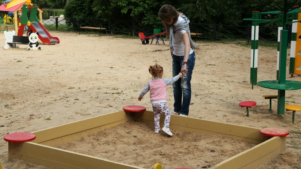 Ученые рассказали, чем опасен песок на детских площадках