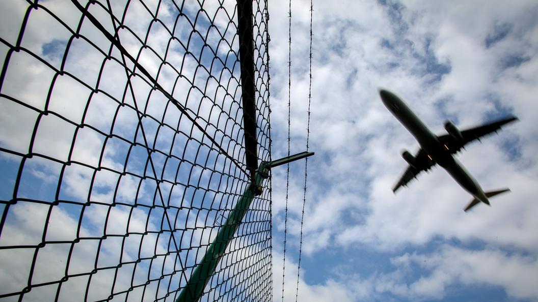 Самолет-разведчик НАТО приблизился к пассажирскомуAirbus на критическое расстояние