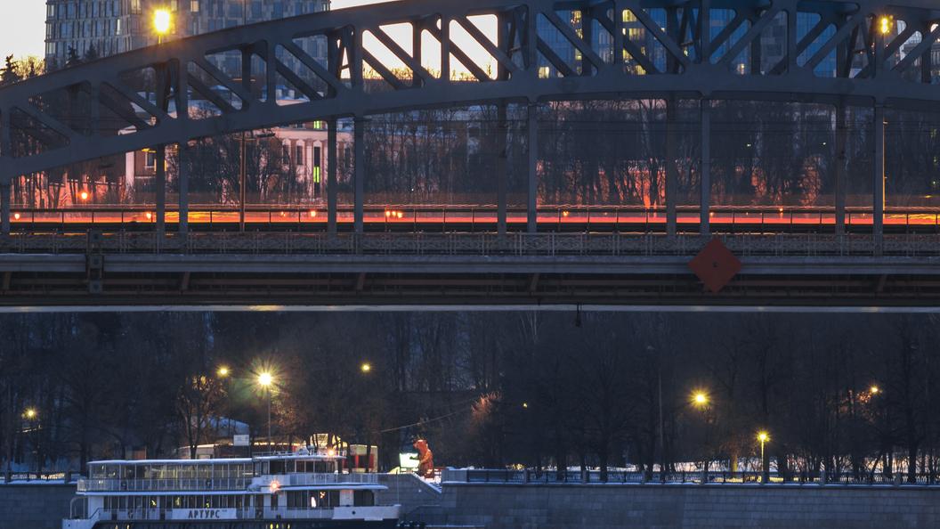 Оценили в 1 рубль: В Петербурге продают части старого моста