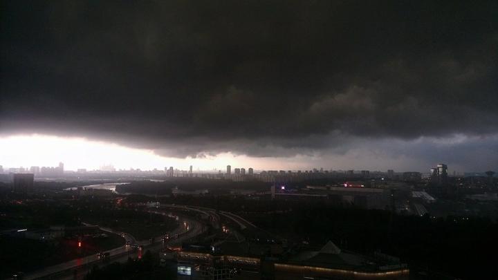 В ближайший час на Москву обрушится гроза с градом