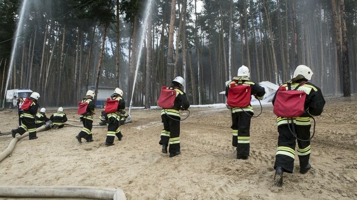 Вертолеты готовятся к тушению сильного пожара на Кировском заводе в Петербурге