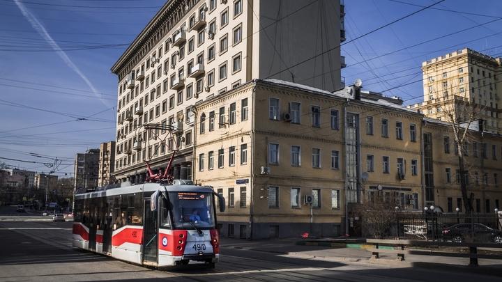 Ветер и град заставят автомобилистов пересесть на трамваи