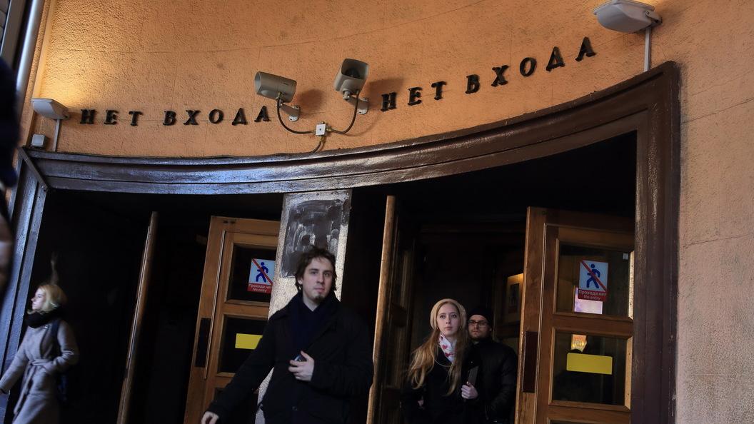 Пассажир упал на пути на станции метро Звенигородская в Петербурге