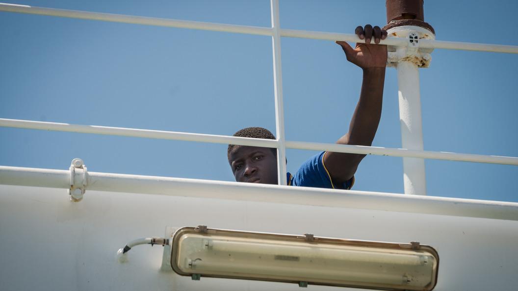 Крушение военного корабля у берегов Камеруна: Пропали десятки людей
