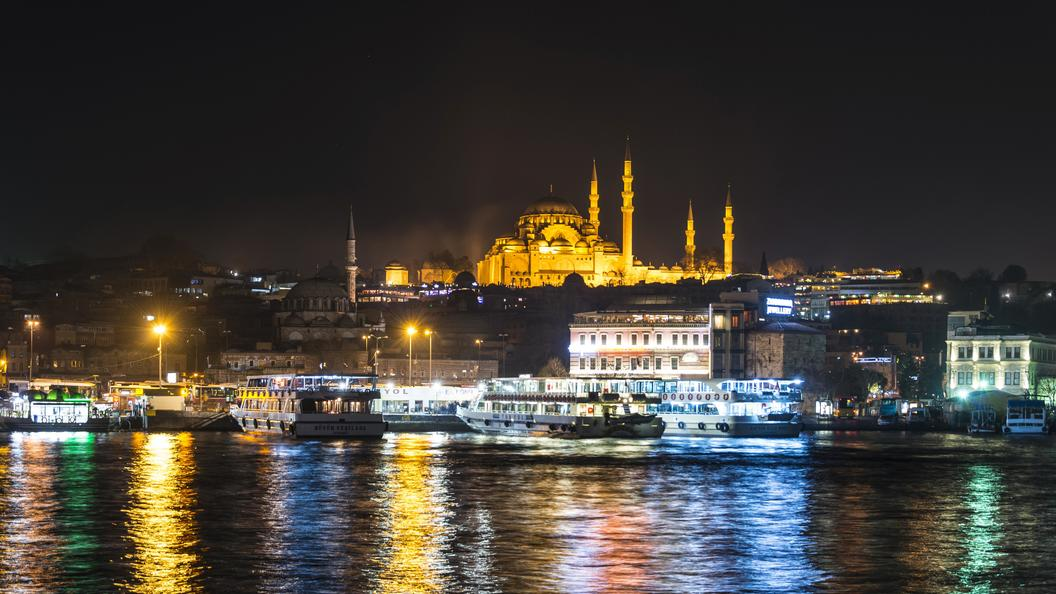 В Стамбуле дожди затопили метро