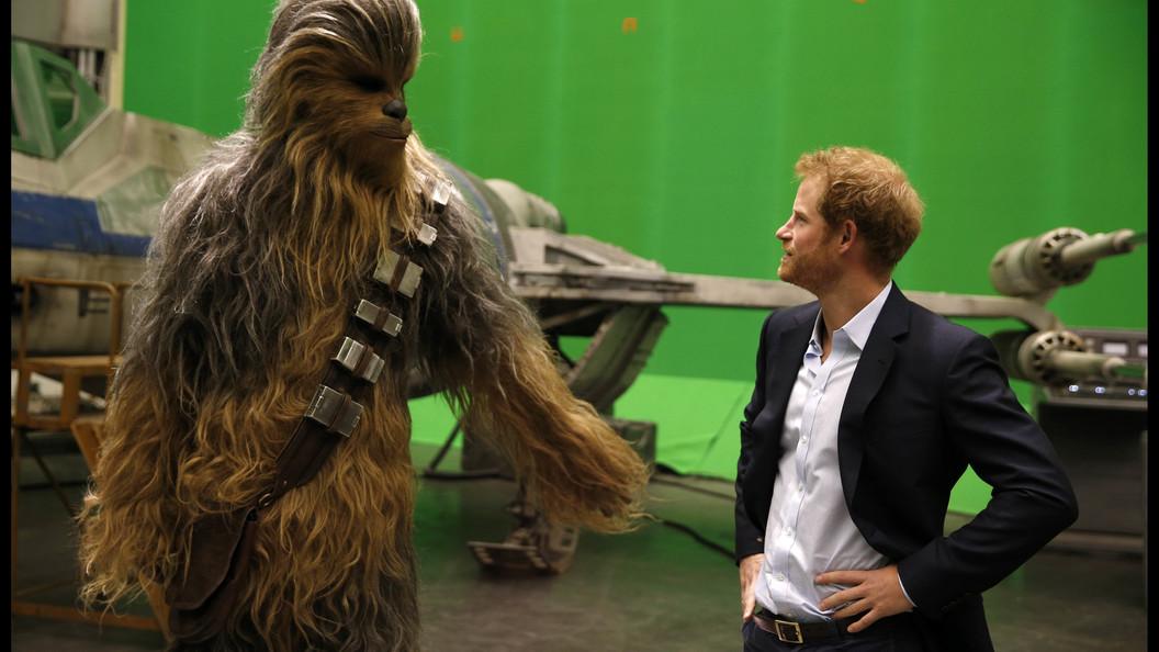 Поцелуй Чубакки и его возлюбленной показал режиссер новых Звездных войн