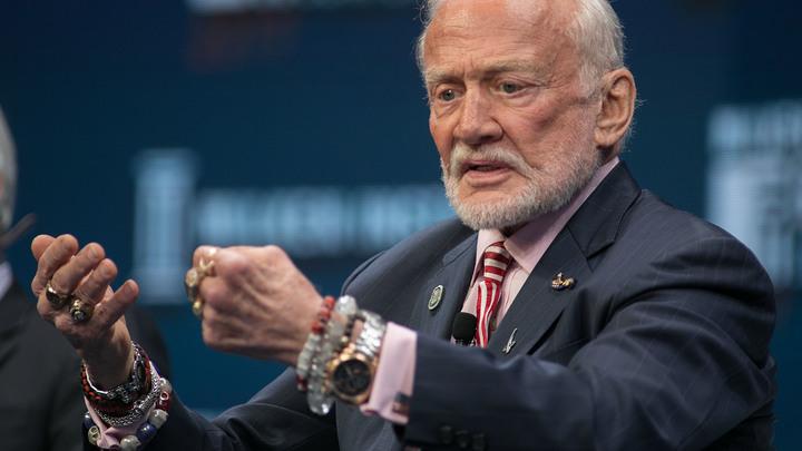 Побывавший на Луне астронавт назвал год покорения Марса