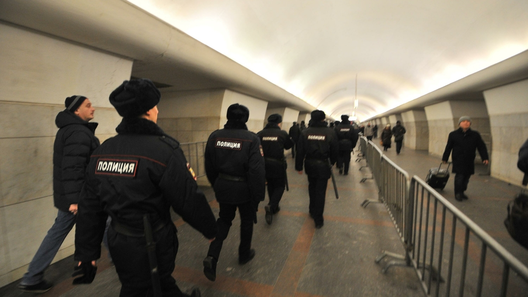 ВПетербурге станцию метро «Адмиралтейская» закрыли из-за бесхозного предмета