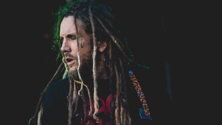 Фанаты назвали гитариста Korn бесчувственным отморозком за комментарий по поводу смерти Беннингтона