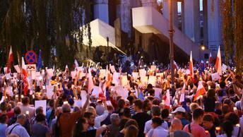 Польша обвинила международные организации в попытке свергнуть свое правительство