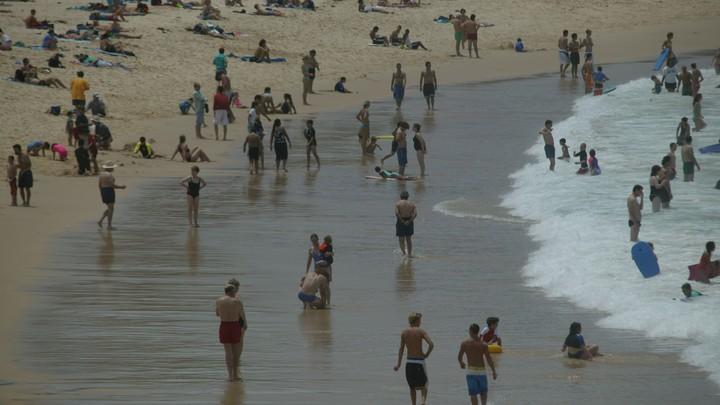 Вставай, страна огромная - украинцев прогнали с пляжа военной песней