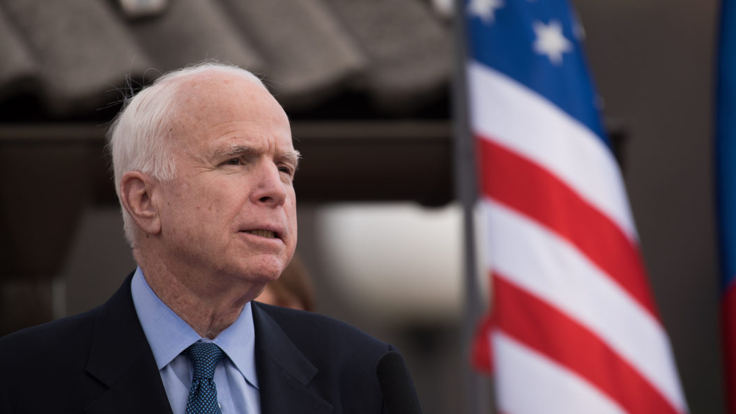 Голосование по антироссийским санкциям подняло Маккейна с больничной койки