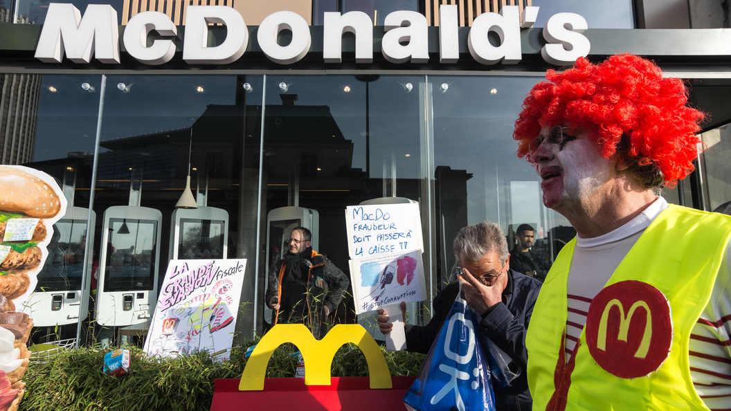 Сотрудник McDonald's опубликовал шокирующие снимки с кухни ресторана