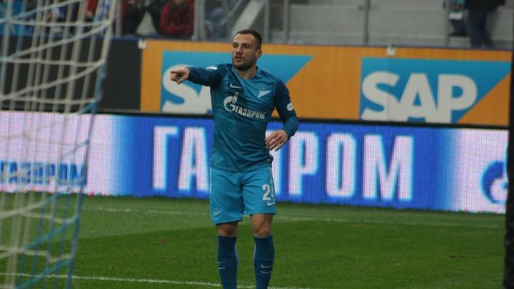 Штраф и дисквалификация: Игрок Зенита поплатился за неприличный жест в адрес фанатов