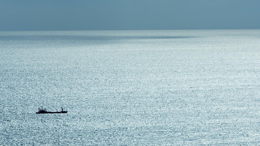 Моряк с русского судна упал заборт вЯпонском море