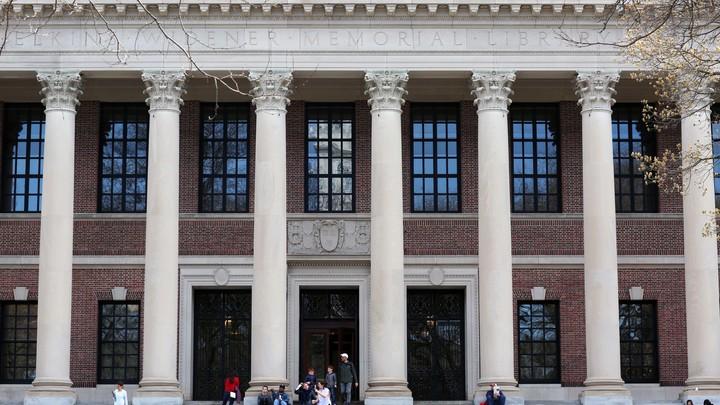 Гарвард похоронил Энтони Скарамуччи