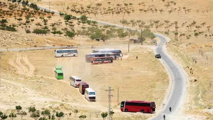 Боевиков Джебхат ан-Нусры с семьями выгнали из Ливана в Сирию