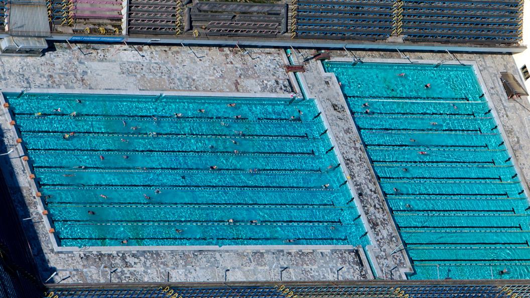 Средство для дезинфекции бассейнов едва не убило 40 детей в США