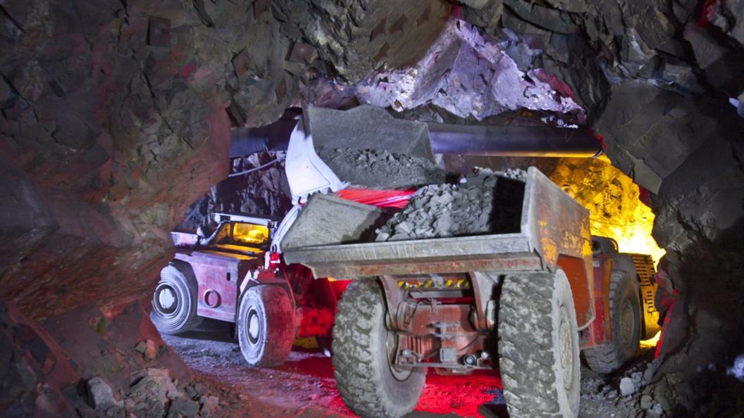 Трое горняков все еще заблокированы на руднике в Якутии
