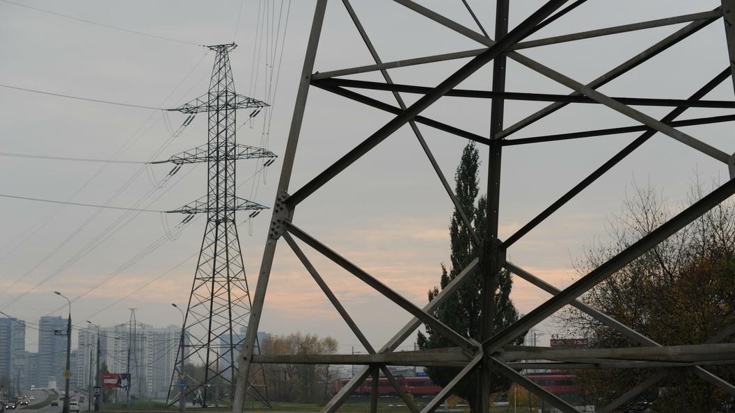 Перенагрузка сетей оставила без света более 100 тысяч человек в Крыму